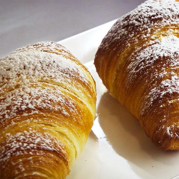 La colazione da Autohotel si fa con le brioches di pasticceria del Lonì Café