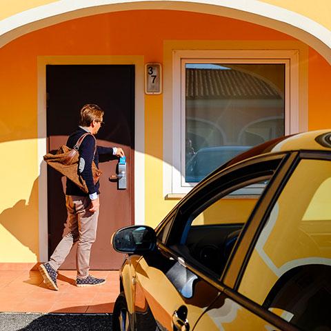 Autohotel Venezia - Parcheggio davanti alla camera